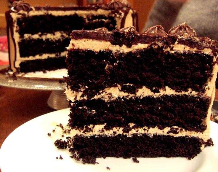 Acest tort iti va innebuni pur si simplu papilele gustative cu gustul sau fin si aroma puternica de cafea. Ingrediente -250 g unt -50 g cacao -350 g ciocolata -1