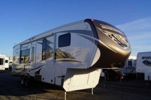 Montana Mountaineer 295RKD Rear Kitchen Fifth Wheel - http://www.lakeshore-rv.com/blog/mountaineer-295rkd/2342