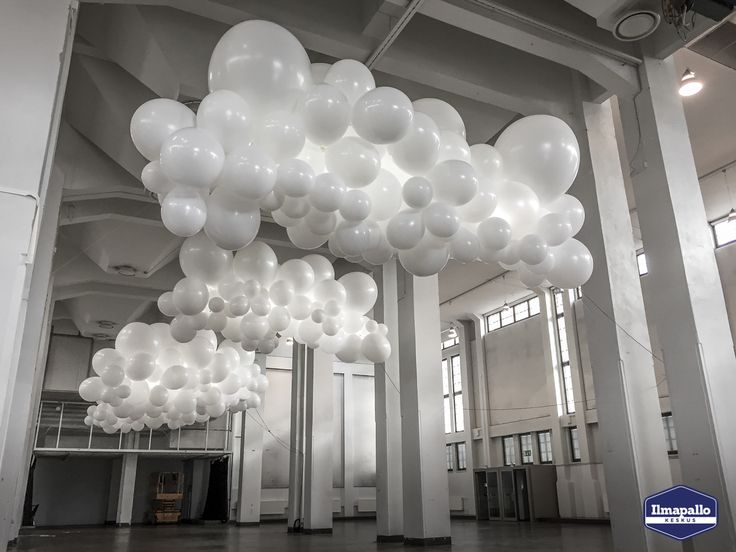 Valaistu ilmapallosomistus jättipalloista