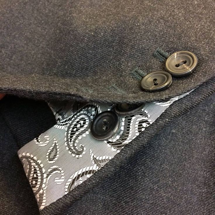 Dark grey medium weight wool 2-piece business suit ready for action!