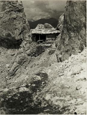 WW1, Italy. Gun emplacement of 'D' position on the Marmolata. bildarchivaustria WK/ALBO11/02889