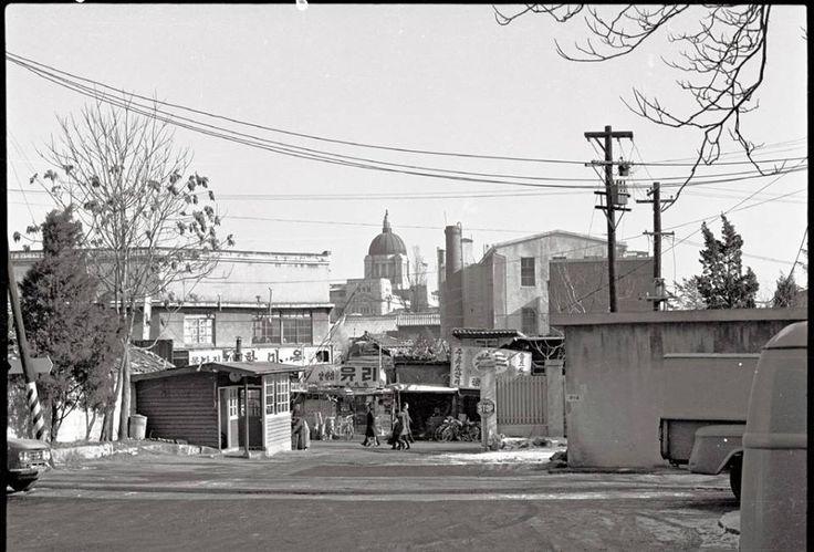 내자동 [Naeja-dong, 內資洞] Seoul, Korea, 1965  Photographer Stephen Dreher   'Taken from the parking lot of the Naeja Hotel. Capitol in the centre. The Naeja had good jazz on weekends on its roof garden.' The Capitol, from Naeja dong, 1965