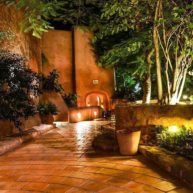 """28 Me gusta, 2 comentarios - La Casa Que Canta (@lacasaquecanta) en Instagram: """"A small part of what you will find in our Hotel #zihuatanejo #Mexico #hotellacasaquecanta #romantic"""""""