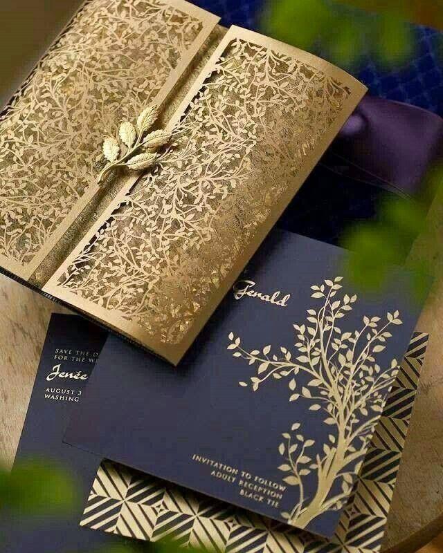 くすみゴールドとの組み合わせは上質な雰囲気♡ ネイビーの結婚式招待状のまとめ。センスがいい招待状一覧。