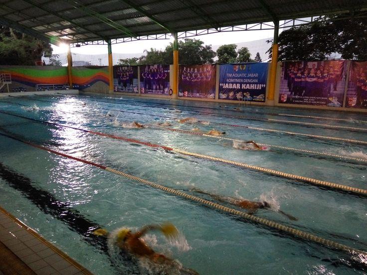 Sebanyak 16 perenang yang terdiri atas 8 perenang putra dan 8 putri dari pemusatan latihan daerah (Pelatda) Renang Jawa Barat, akan menjajal kemampuan di kejuaraan Malaysia Open Championship pada 3 Mei 2016.