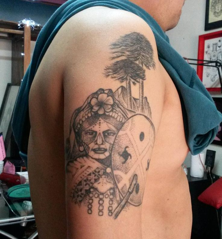 Tatuaje cicatrizado hace un año #blackworkerssubmission #blackwork #blackworkers #dotworktattoo #tattoochileno #chiletatuajes #mascaradesagradable #mapuche #machi #etnia #mapu #newen by mascaradesagradable