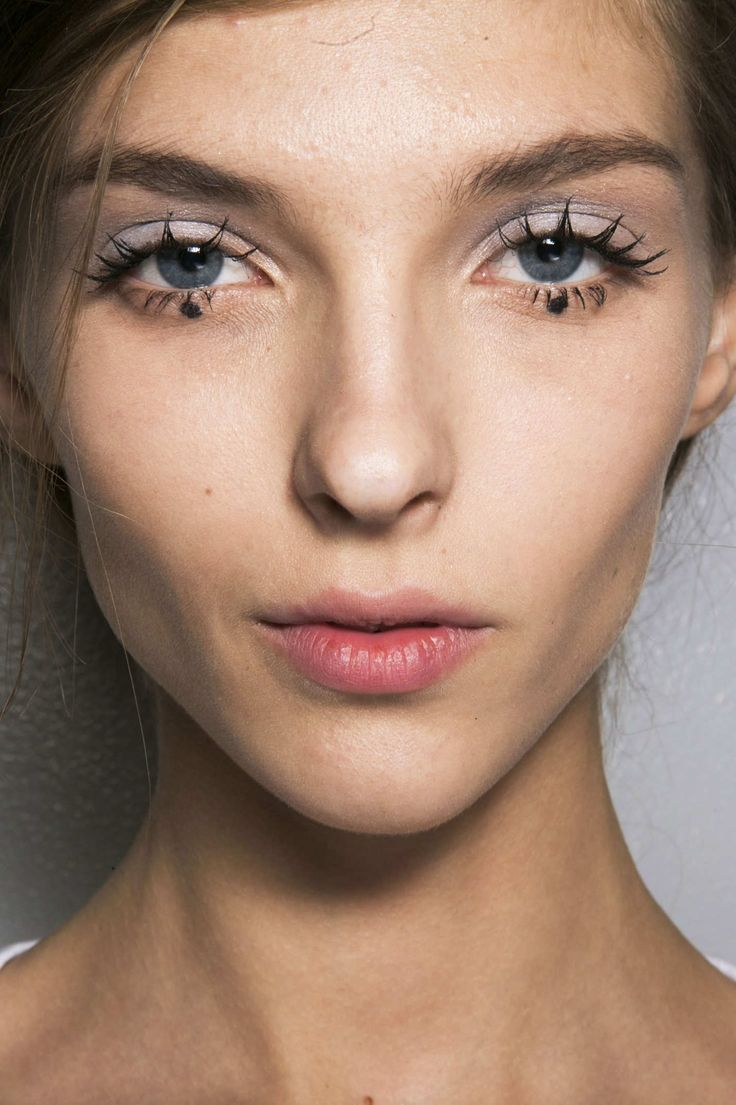 Your Mascara Mistake Is a Runway Beauty Trend