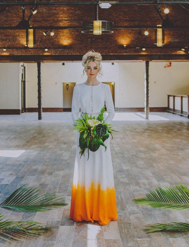 Aunque siempre puedes usar blanco con un toque de tu color favorito: | 24 vestidos para novias no convencionales