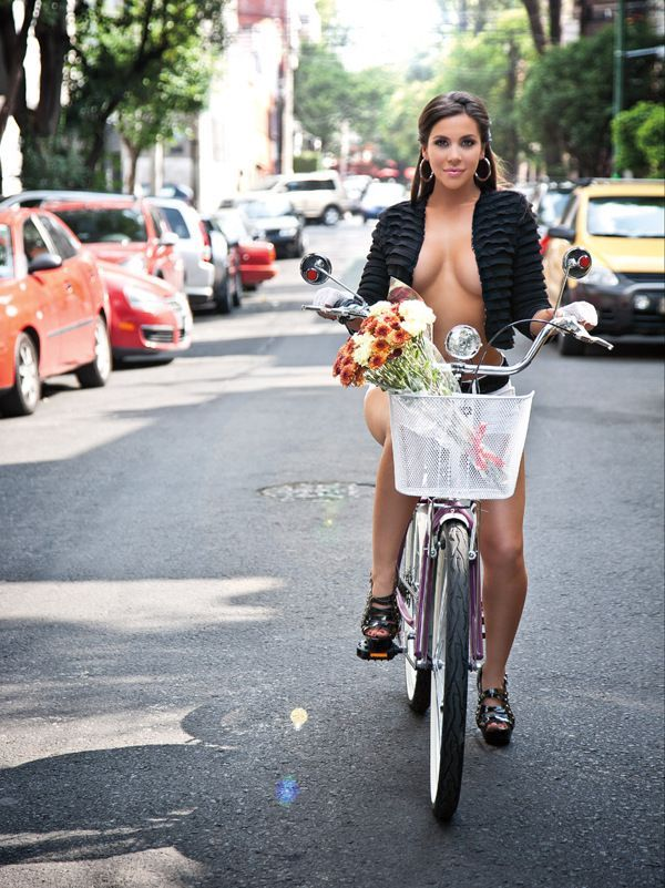 Resultado de imagem para Julia Orayen in bike