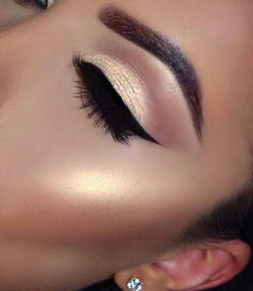 So pretty... but just a little too much highlighter on the cheekbones. But other than that so pretty!