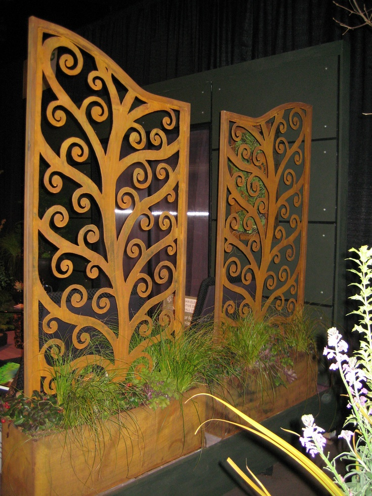 Custom Tree of Life plasma cut privacy panels in one of the 2008 gardens at the Show.