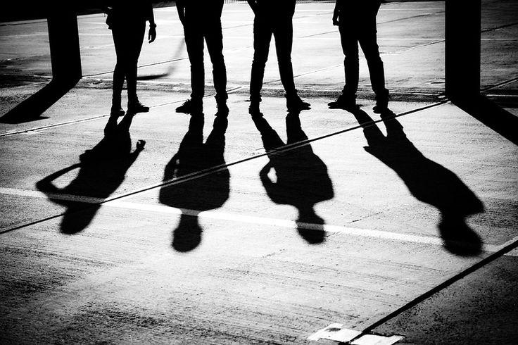 Groepsportret foto van band schaduw Strijp Eindhoven. Foto door Marijke Krekels Fotografie