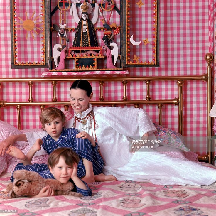 ... Portrait of American socialite and heiress Gloria Vanderbilt and her sons Anderson and Carter Cooper on ...