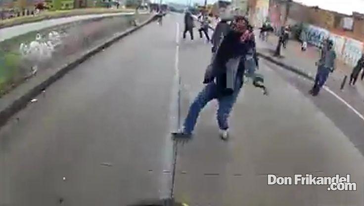 Con cuchillos y piedras, indigentes atacaron a motociclista en el Bronx,...