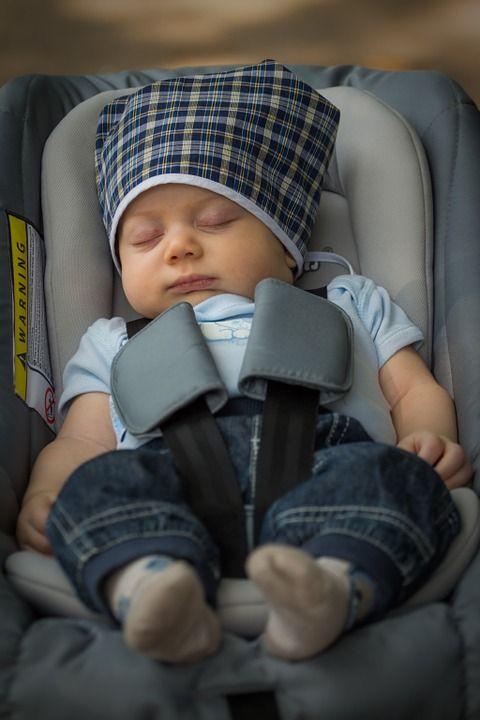 Posiadanie dziecka nie musi oznaczać końca wyjazdów. Jeżeli dobrze przemyśli się podróż, nawet z niemowlakiem można będzie spokojnie odbyć wycieczkę i autem, i samolotem