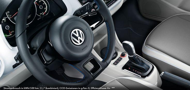 Tamanho: pequeno. Tamanhos: enorme. Quatro portas e o sistema de informação e navegação mapas mais ar condicionado 'Climatronic' e display multi-função, assento dianteiro e desembaçador da janela da frente, serviços on-line móveis 'Car-Net e-Remoto'.
