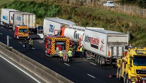 Autoroute A1 : le comportement des routiers en cause à la suite des accidents de camions près dArras? http://vdn.lv/26kE9M