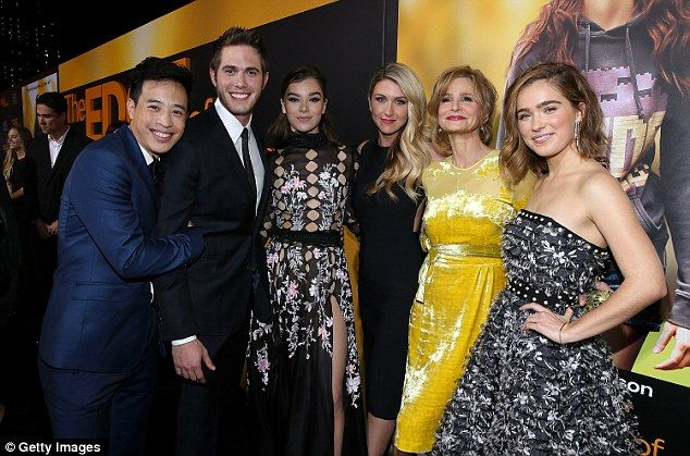Hailee Steinfeld Stuns At Screening For The Edge Of Seventeen In La Black Gown Prom Dresses Celebrities