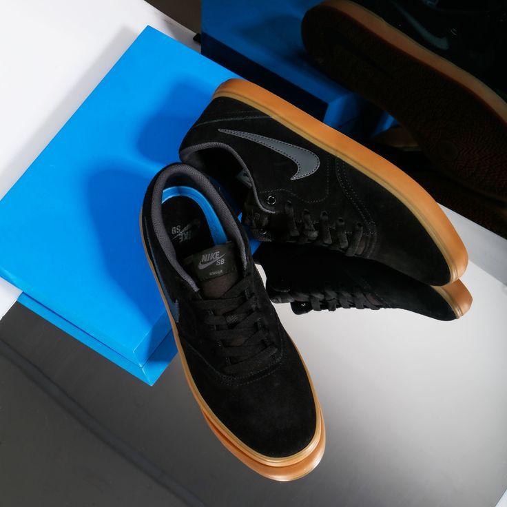 Dentro de la línea SB de Nike puedes encontrar también esta Check Solar con el piso Gum para chico🚀 ¡Ven a nuestras tiendas a por las tuyas! 👉 https://www.zapatosmayka.es/es/catalogo/hombre/nike/bamba/zapatillas/423039963020/check-solar/