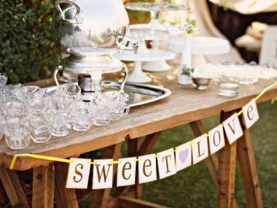 Mesas de té, café y licores para matrimonios: ¡Mima a tus invitados!