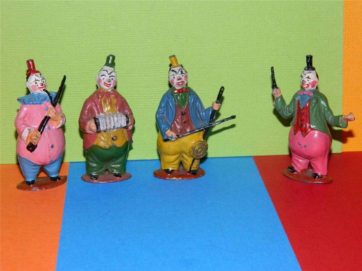 VINTAGE 1952 TIMPO TOYS HOLLOW CAST PAINTED LEAD CIRCUS CLOWN BAND VERY RARE !