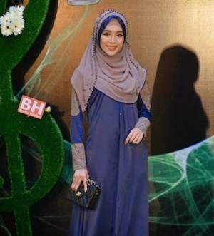 Felixia Yeap Mengejutkan Artis Seksi Di ABPBH 2013 – Acara berprestij yang ditunggu-tunggu iaitu Anugerah Bintang Popular Berita Harian 2013 telah berlangsung dengan jayanya malam tadi di Dewan Plenari, Pusat Konvensyen Antarabangsa Putrajaya (PICC).