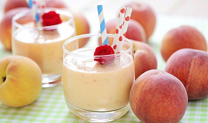 Dr. Oz Peach Apple Cobbler Smoothie Recipe via Blender Babes