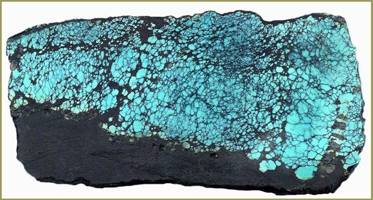 «Сетчатая бирюза» светло-голубая в чёрном сланце, 8 см. Месторождение Ауминза, Центр. Кызылкумы.