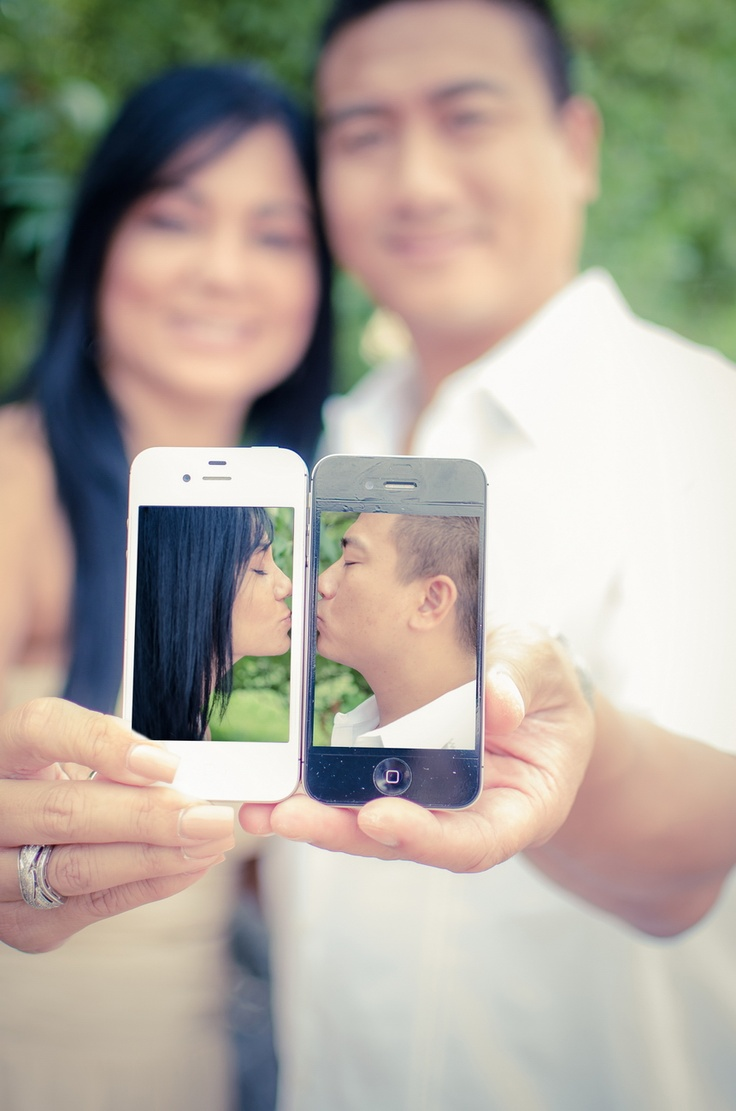 photography cute family pose iPhone apple kiss kissing couple