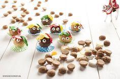 Maak samen met je kinderen lekkernijen voor pakjesavond op 5 december. Wat dacht je van deze pieten (chocolade) soesjes?