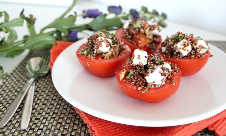 """Is het weekend bij jou ook voorbij gevlogen? Het goede nieuws is dat er na een weekend met ongetwijfeld veel lekker (ongezond) eten, drinken en genieten, weer een super gezond recept voor je klaar staat. Hiermee maak je het eventuele ongezonde schuldgevoel weer helemaal goed! Tomaat met een vulling van... <a href=""""http://cottonandcream.nl/gevulde-tomaat-met-quinoa-en-feta/"""">Read More →</a>"""