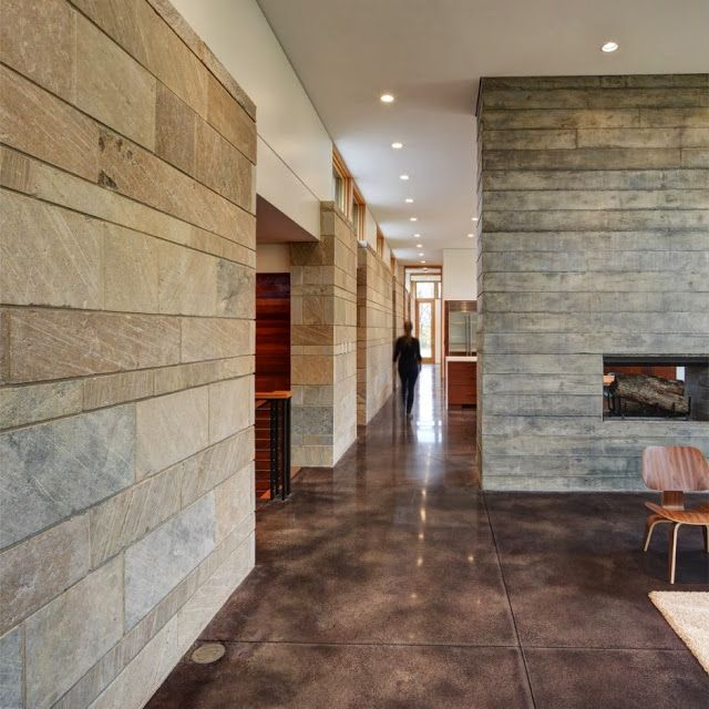 """""""In seiner natürlichen Farbe passt der polierte Beton bestens zu Stein verkleideten Wänden wie in diesem Fieldstone Haus der Bruns Architects, das im Contemporist vorgestellt wurde. Mit Designklassikern aus dem Mid-Century Design wie den Eames Chairs oder den Plywood Group Holzsesseln von Ray und Charles Eames (VITRA) wird der Glanz im Hause perfekt!"""" Eingestellt von Ringo Wohngalerie um 15.12.13 Labels: Architektur, Einrichtungsideen: Wohnen"""