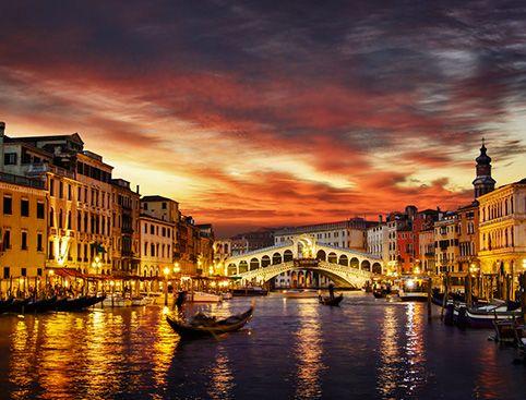 """תיירות ונופש בחו""""ל מלונות ואטרקציות: סיור מאגם גארדה לונציה בלילה"""
