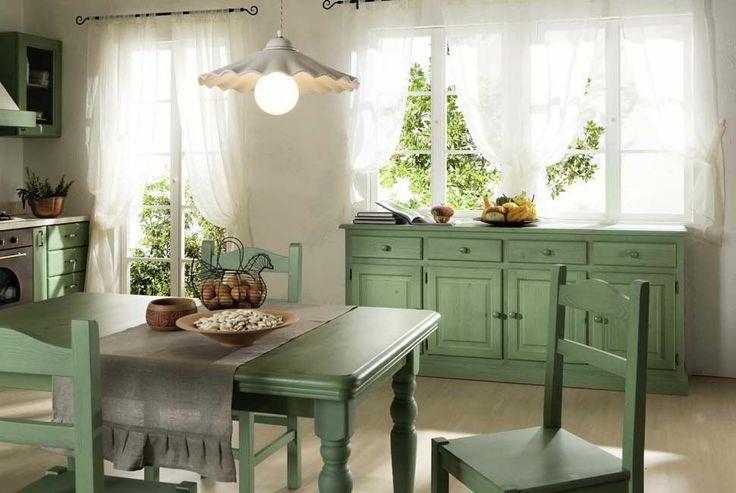 www.mobilificiomaieron.it - 0433775330. Soggiorno in color verde adatto ad arredo rustico o taverna. Completamente in legno massello. Diversi colori disponibili