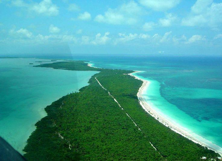 Sian Ka'a, alla scoperta della Riserva della Biosfera Messicana Messico. Sian Ka'an è una riserva della biosfera situata nello stato messicano di Quintana Roo.  È diventato parco nazionale nel 1986 e patrimonio dell'umanità dell'UNESCO nel 1987.  Parte della  #viaggio #messico