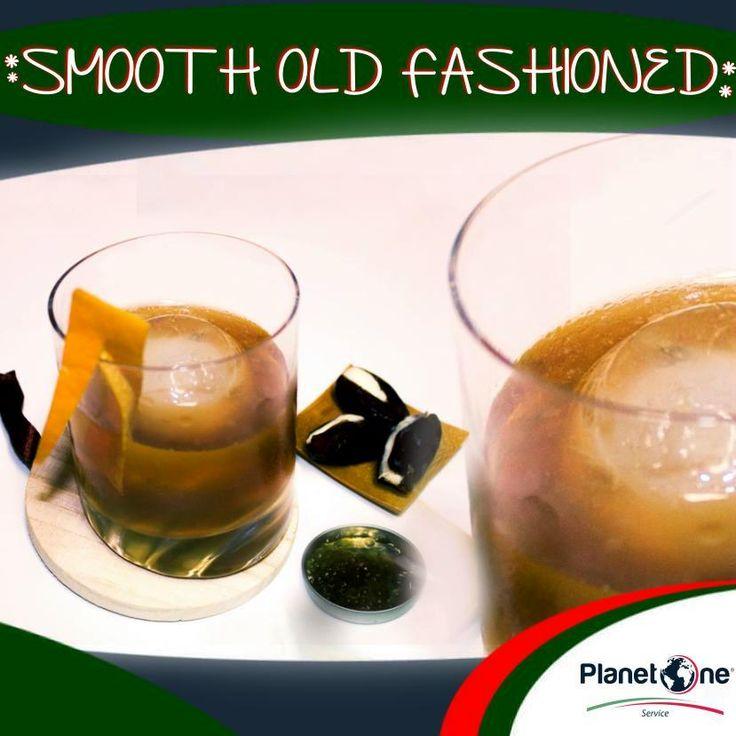 """Cocktail Alcolico """"Smooth Old Fashioned""""  Ingredienti: 2 oz di Bourbon Whiskey infuso ai Datteri 1/4 oz di Sciroppo d'acero 2 dash di Smoked Bitter 2 dash di Chocolate Bitter per la ricetta completa visita: http://www.planetone.it/i-cocktail-di-natale-di-giorgio-puma-edizione-2014/"""