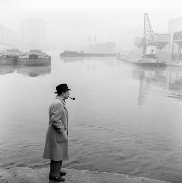 Georges Simenon e la scighera presso la Darsena di Milano.