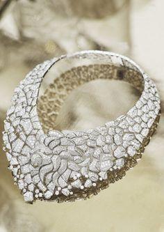 """Plastron en or gris et diamants, collection haute joaillerie Chanel """"Sous le signe du Lion"""". Cr??dit photo ?? Chanel Joaillerie"""
