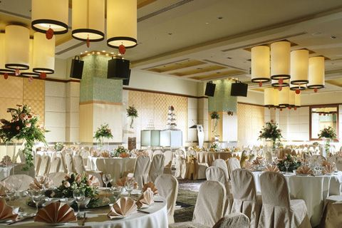 Fall in love with M Hotel ballrooms and decorations! You will be wowed by our ANSON and BANQUET SUITE. Both suitable for 25 tables. http://www.millenniumhotels.com.sg/mhotelsingapore/meetings/weddings.html