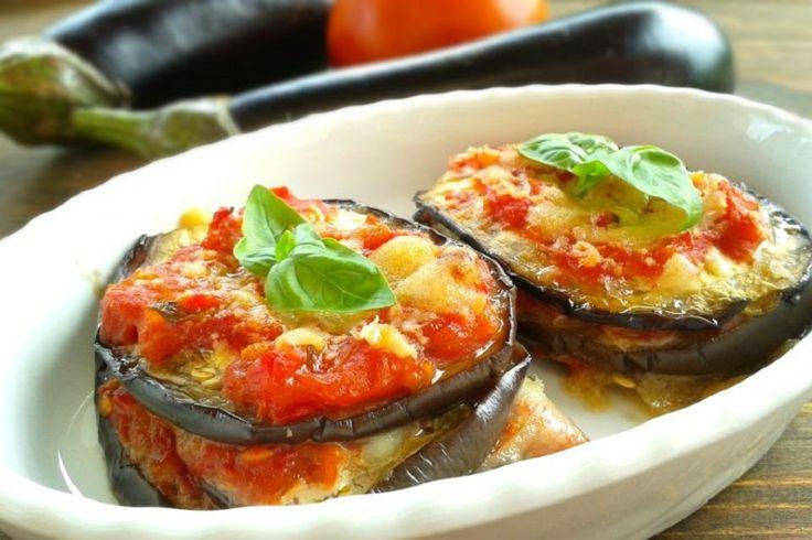 Torrette di melanzane con pomodoro e scamorza: ottime da servire come secondo piatto estivo in alternativa alla classica parmigiana. Ecco la ricetta!