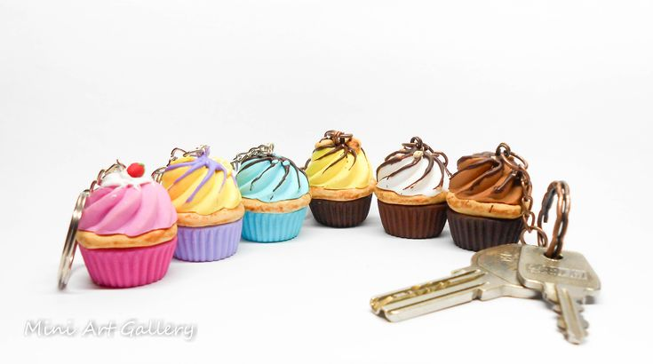 Cupcake keychain / key ring miniature food / mini food polymer clay charm. © Mini Art Gallery