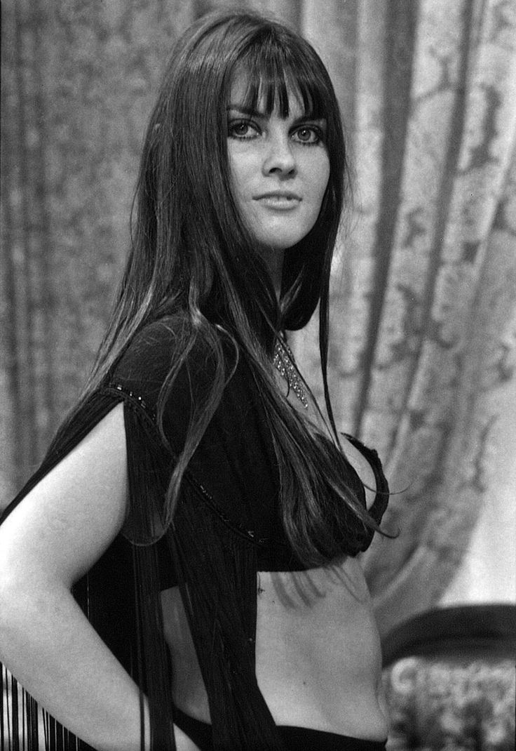 Caroline Munro, 1972