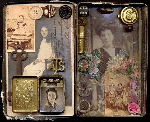 Altered tin inside  ok, im trippin out on these altoid tin diy's!! theyr awesome!