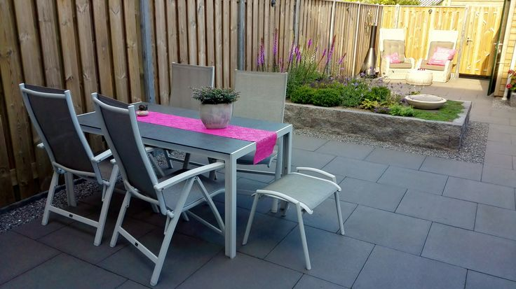 Zomerse dining tuinset met roze accessoires