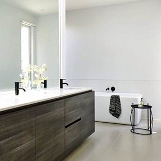 The statement bold black tapware blends well with the deep wood toned cabinets and crisp white features, bringing a sense of sophisticated luxury. Bancoora Vista Display by @hamlanhomes Caroma Liano Nexus bath outlet, bath & basin mixers Caroma Cube Freestanding Bath http://www.hamlan.com.au/our-homes/4123/Bancoora++Vista/ #Caroma #Bathroom #Design #Styling #Tapware #Styling #Interior #Luxury #Sophisticated #InspiringBathrooms #WeeklyHomeTrends
