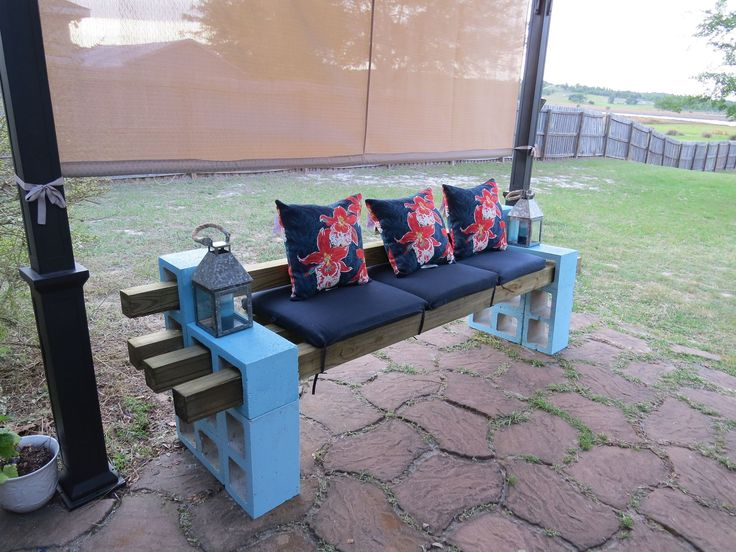 DIY patio bench using concrete cinder blocks 4x4 wood and cushions