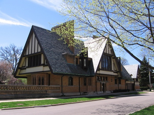 167 best frank lloyd wright houses images on pinterest for Frank lloyd wright craftsman style