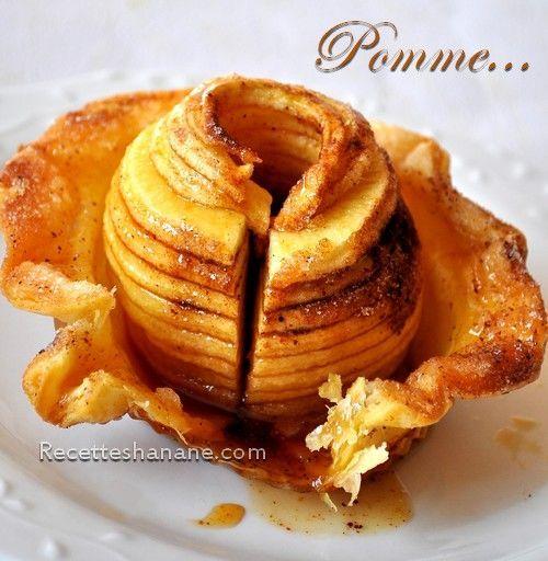 Un dessert de saison, express, facile et qui ne demande que très peu d'ingrédients, inspiré de mes pommes au four ;) Pour 4 personnes : Un rouleau de pâte feuilletée 4 pommes golden Du beurre fondu Du sucre et de la cannelle Découper 4 grands cercles...