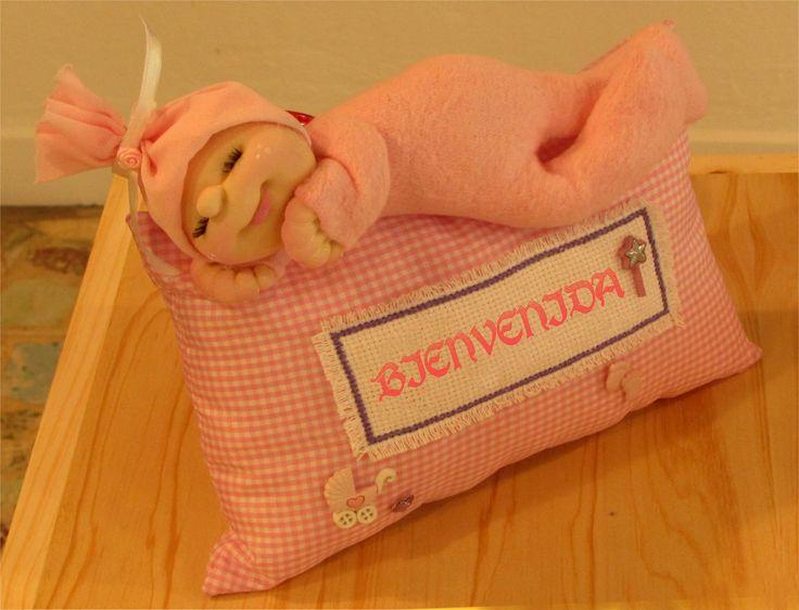 Bebota soft descansando en su almohadón..