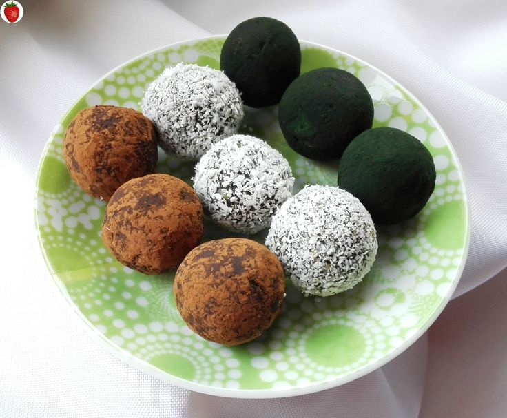 Here's a recipe for delicious and healthy raw spirulina truffles.